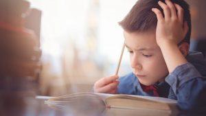 Criança revela dificuldades de aprendizagem.